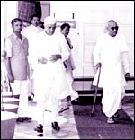 Rajagopalan (left) with Nehru and Rajaji
