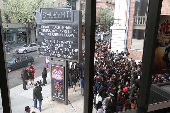 Hundreds of students throng Yale University to attened Shah Rukh's lecture