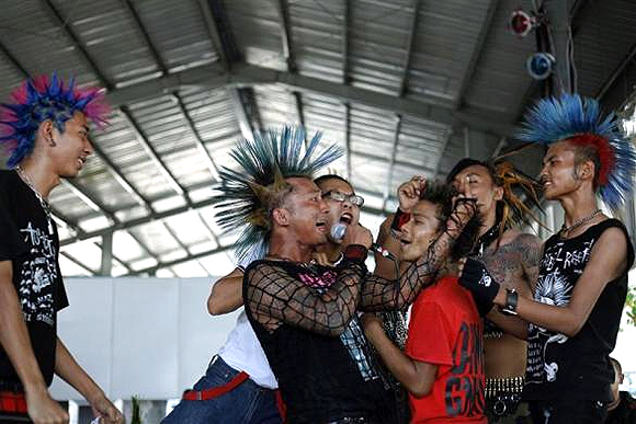 DON'T MISS: Even at Myanmar's punk show, Suu Kyi's a hit!